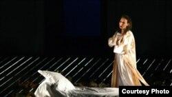 Tatiana (Wioletta Chodowicz) - Evgeny Onegin în regia lui Andrei Șerban, Praga, martie 2009.