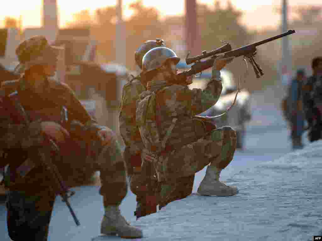 An Afghan soldier takes aim during the military operation around the Intercontinental. (AFP Photo/Pedro Ugarte)