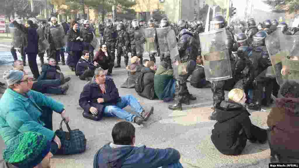 Митинг протеста против роста безработицы и коррупции в третьем по населению городе Боснии - Тузле, 5 февраля