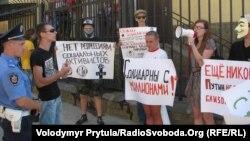 Антипутінський пікет активістів молодіжних і студентських організацій Криму, Сімферополь, 13 червня 2012 року.