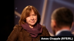 Belarusian writer Svetlana Alexievich speaks to RFE/RL in Prague on October 5.