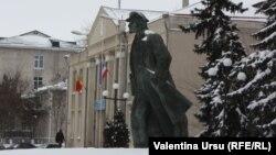Statuia lui Lenin la Comrat