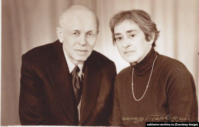 Андрей Сахаров и Елена Боннэр. Фото сделано в октябре 1985 года в Горьком (ныне Нижний Новгород), где Сахаров находился в ссылке