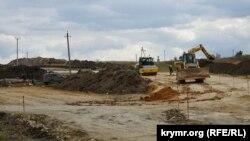 Участок будущей трассы «Таврида» возле села Некрасово в Белогорском районе Крыма, октябрь 2017 года