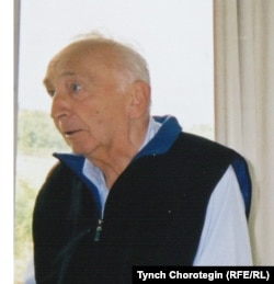 Денис Сайнор (1916-2011) Валбербергдеги ПИАК жыйынында. 27.8.2001.