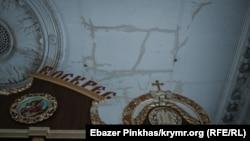 Дах Кафедрального собору Православної церкви України в Сімферополі, постраждалий від дощу