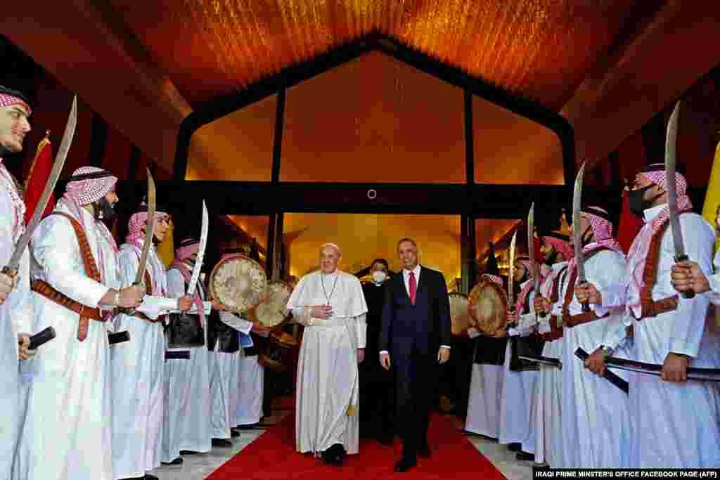 Ferenc pápát az iraki miniszterelnök üdvözölte Bagdadban.