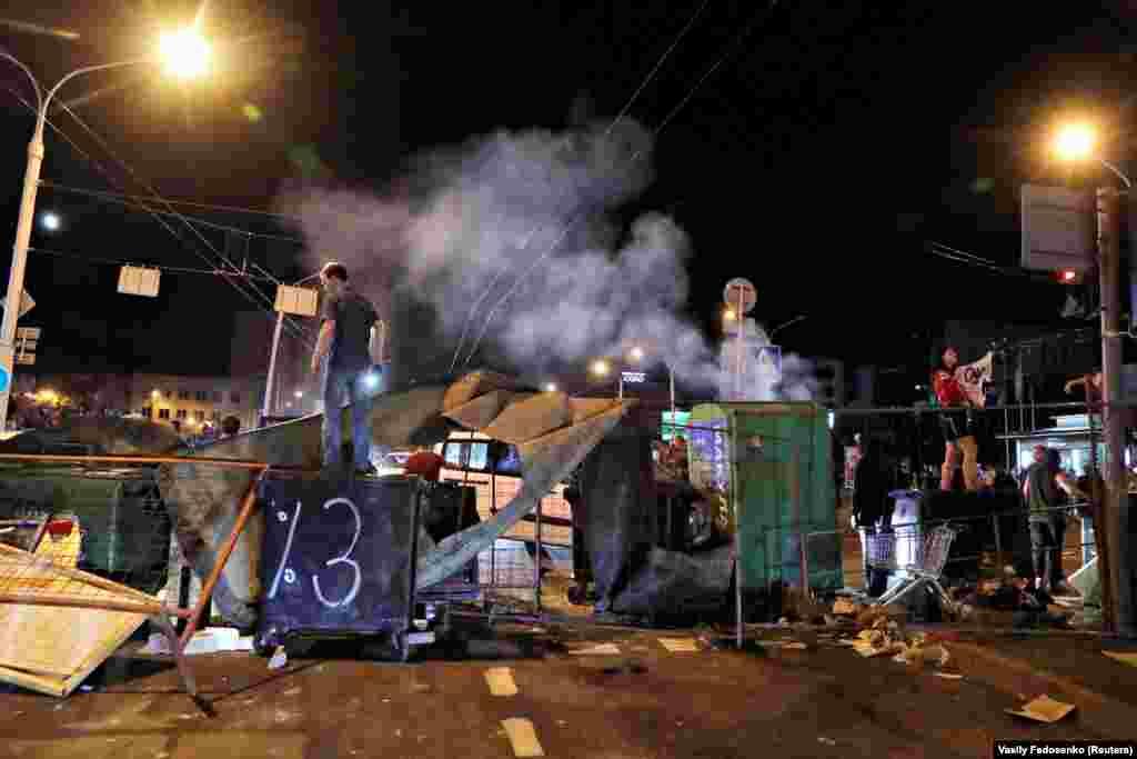 Протестувальники намагалися зводити барикади
