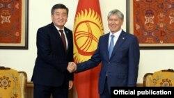 Сооронбай Жээнбеков и Алмазбек Атамбаев. 3 ноября 2017 года.