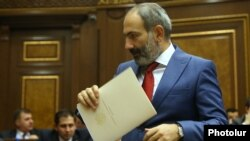 Armenia - Prime Minister Nikol Pashinian is about to present his government's policy program to the parliament, 7 June 2018.