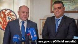 Встреча главы российского правительства Севастополя Михаила Развожаева (л) и губернатора сирийской провинции Тартус Сафуана Абу Саада