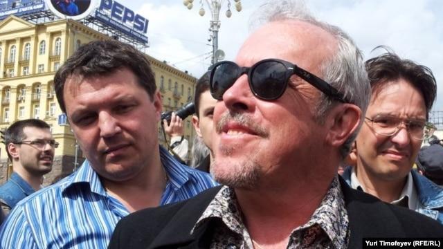 Андрей Макаревич на прогулке по Москве оппозиционно настроенных писателей и музыкантов
