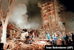 Rescuers and firefighters work at the site of a massive explosion that destroyed a nine-story apartment building in the southeastern part of Moscow in September 1999.