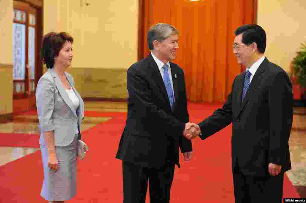 Qazaxıstan prezidentinin Çinə rəsmi səfəri zamanı. İyun 2012