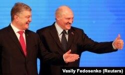 Петро Порошенко (ліворуч) і Олександр Лукашенко. Гомель, 26 жовтня 2018 року