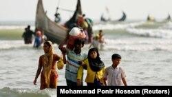 Мьянмадан Бангладешке келіп жатқан рохинджа мұсылмандары. 5 қыркүйек 2017 жыл.