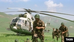 An airborne unit of the Tajik Army during exercises in the country's south (file photo)