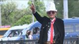 Дед-модник: 64-летний пенсионер слушает рэп и не снимает темных очков