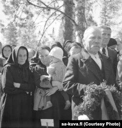 Похороны погибших от рук советских партизан жителей Финляндии. Военный архив Финляндии