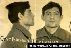 Василь Стус, фото з архівної справи КДБ під час першого арешту. 1972 рік