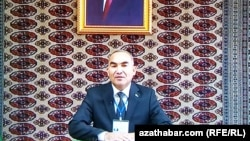 Deputatlyga dalaşgär Amanow Bekmyrat Annaberdiýewiç türkmen telewideniýesinde çykyş edýär.