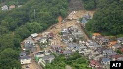 Разрушенные дома после сильного дождя в Хиросиме, 7 июля 2018 года.