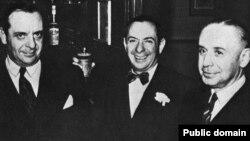 Братья Хаммер (слева-направо) Арманд, Виктор, Гарри. 1951