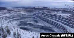На 4 км от манастира е една от откритите мини на Евраз. Фирмата дава работа на 6 хиляди души от Качканар.