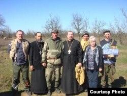Дмитро Галко на Донбасі, (першій зліва), 2014
