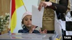 Многие в республике считают, что для маленького общества партийный парламент – это бессмысленное излишество, и настаивают на мажоритарной или хотя бы смешанной системе выборов