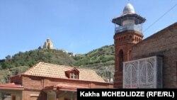 ეკლესია და მეჩეთი ძველ თბილისში