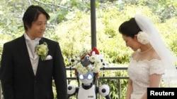 «I-Fairy» robotu yapon toyunda şahid kimi iştirak edir, 16 may 2010