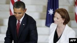 Американскиот претседател Барак Обама и австралиската премиерка Џулија Галард при пристигнувањето на Обама во Австралија.