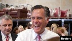 Митт Ромни вступает в единоборство с Бараком Обамой