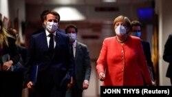 Канцлер Германии Ангела Меркель и президент Франции Эммануэль Макрон перед совместной пресс-конференцией. Брюссель, 21 июля 2020 года.