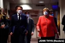 Cancelarul german Angela Merkel și președintele francez Emmanuel Macron