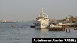 سفن للنقل في شط العرب بالبصرة