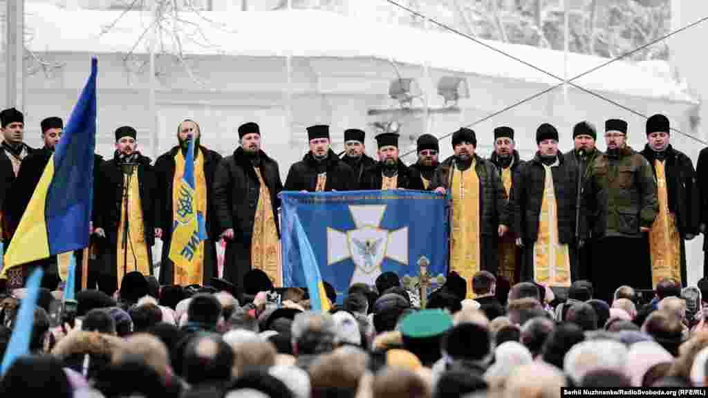 Співають військові капелани із різних православних церков