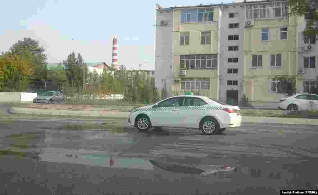 Aşgabadyň döwlet taksi ulaglary