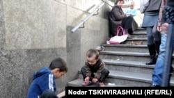 Согласно данным Детского фонда ООН, в Грузии около 77 тысяч детей живут в крайней нищете