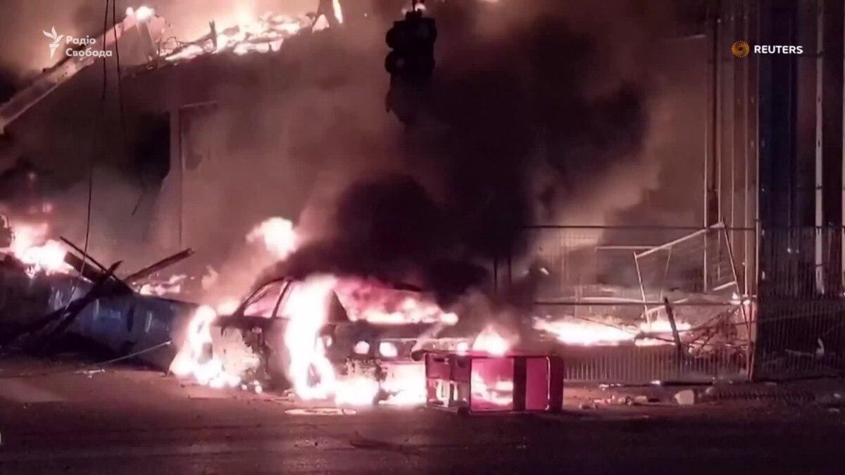 Пожары вспыхнули в Миннеаполисе после разгрома магазинов и массовых беспорядков – видео