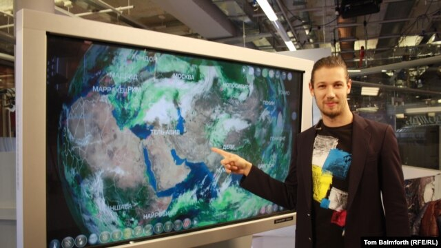 Weatherman Nikita Popovnin is one of the bright young things working at Moscow's increasingly popular Dozhd Internet TV station.