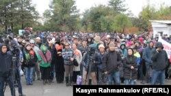 Бішкектегі президент сайлауының әділ өтуін талап еткен митинг. 30 қыркүйек 2017 жыл (Көрнекі сурет).