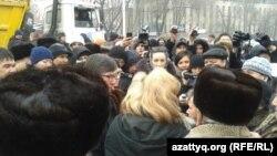 Участники митинга в Алматы. 15 февраля 2014 года.