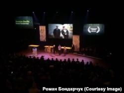 Вручение приза на фестивале IDFA в Амстердаме в ноябре 2015