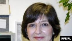 مقامات امنيتی ايران، گذرنامه خانم نازی عظيما را از روز ۵ بهمن ماه که برای ديدار مادر بيمار خود خود به ايران سفر کرده را تا کنون ضبط کرده اند