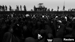 FILE PHOTO: Iranian women pray at the site in Masala square where the body to Ayatollah Khomeini lies in state, in Tehran, Iran, June 5, 1989. REUTERS/Yannis Behrakis