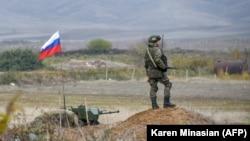 Патруль российских миротворцев в Нагорном Карабахе.