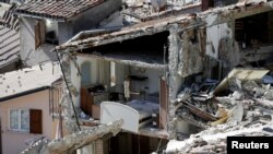 Разрушенные землетрясением дома в центральной Италии, 26 августа 2016.