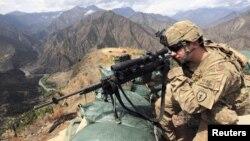 Ауғанстанның Кунар провинциясында қызмет етіп жатқан америка солдаты. 29 тамыз 2011 жыл.